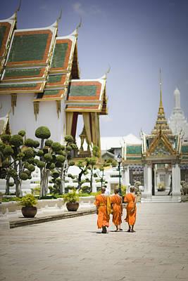 Wat Phra Kaew Temple, Bangkok, Thailand Print by Gavin Gough