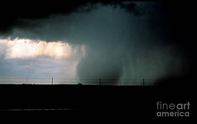 Veer Photograph - Wet Microburst Sequence, 3 Of 4 by Science Source