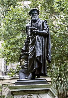 Victoria Embankment Photograph - William Tyndale, English Theologian by Sheila Terry
