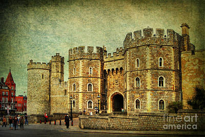 Photograph - Windsor Castle by Yhun Suarez