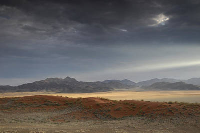 Hardap Region Photograph - Wolwedans by Christian Heeb