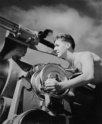 World War II, U.s. Soldier Sighting Art Print by Everett