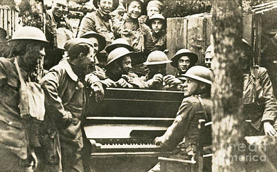 Yankee Division Photograph - Yankee Soldiers Around A Piano by Photo Researchers