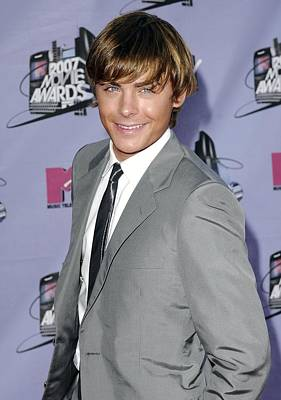 Gray Suit Photograph - Zac Efron At Arrivals For 2007 Mtv by Everett