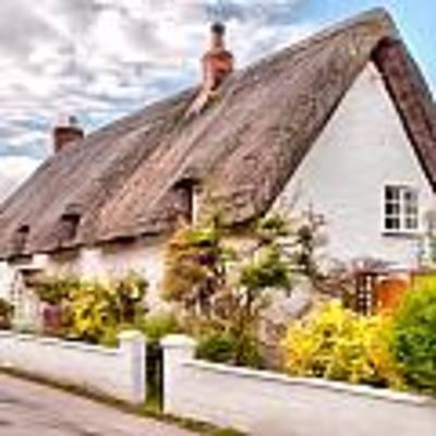 Thatched Cottage Avebury Art Print by Paul Gulliver