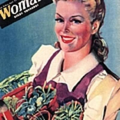 Woman 1942 1940s Uk Land Girls Dig Art Print by The Advertising Archives