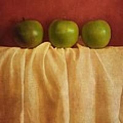 Trois Pommes Art Print