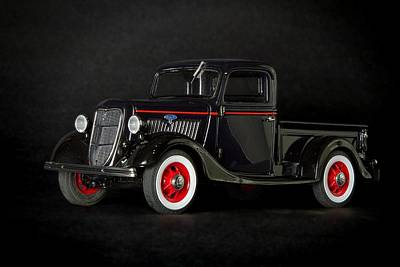 Photograph - 1935 Truck-3 by Rudy Umans