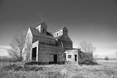 Old Home Place Photograph - Abandoned Grain Elevator by Donald  Erickson