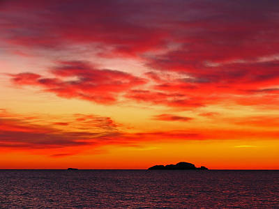 Seascapes Photograph - Atlantic Ocean Sunrise by Juergen Roth