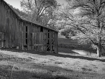 Photograph - Bad Axe Barn by Mark Mille