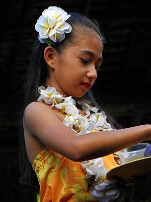 Photograph - Beautiful Hawaiian Girl by Elizabeth Hoskinson