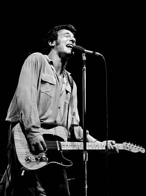 Bruce Springsteen Photograph - Bruce Springsteen 1981 by Chris Walter