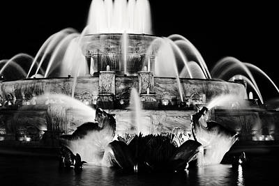 Photograph - Buckingham Fountain At Night by Laura Kinker