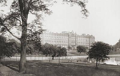 Buckingham Palace Drawing - Buckingham Palace, London, England by Vintage Design Pics