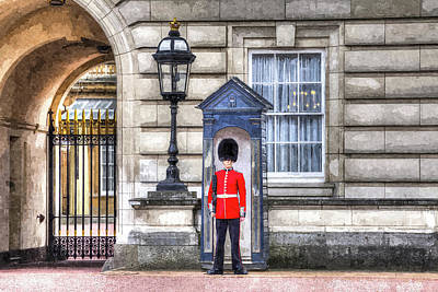Redcoat Digital Art - Buckingham Palace Queens Guard Art by David Pyatt