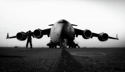 Photograph - C-17 Globemaster by Michael Battles