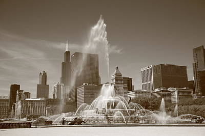 Chicago Skyline And Buckingham Fountain Art Print by Frank Romeo