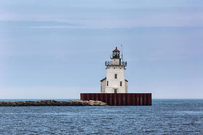 Photograph - Cleveland Harbor Lighthouse by Dale Kincaid