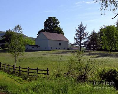 Photograph - Country Barn by Donna Cavanaugh