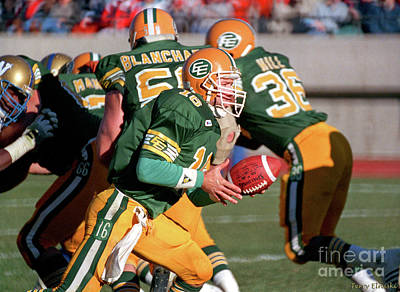 Photograph - Edmonton Eskimos Football - Matt Dunigan - 1987 by Terry Elniski