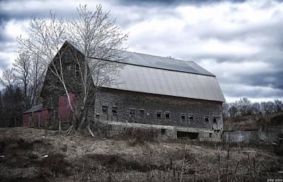 Maine Meadow Photograph - Faithful Old Barn by Richard Bean