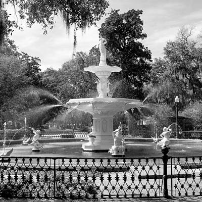 Photograph - Forsyth Fountain Park by For Ninety One Days