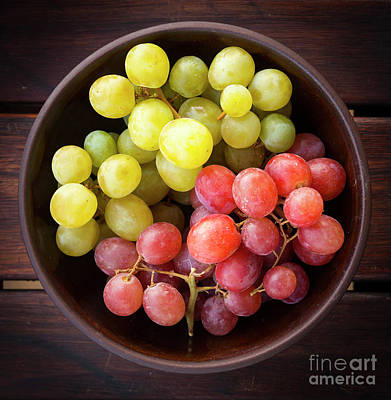 Wooden Platter Photograph - Grapes by Tim Hester