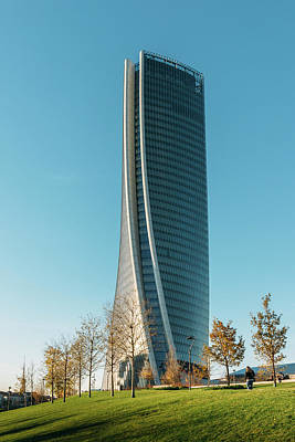 Photograph - Hadid Tower, Milan, Italy by Alexandre Rotenberg