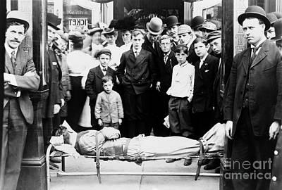 Photograph - Harry Houdini  by Granger