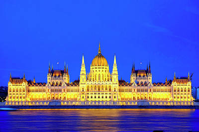 Photograph - Hungarian Parliament Building by Fabrizio Troiani
