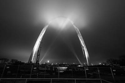 Photograph - Jefferson Expansion Memorial Gateway Arch by Matthew Chapman