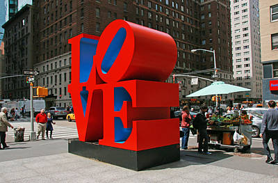 Photograph - Love In The Big Apple # 3 by Allen Beatty