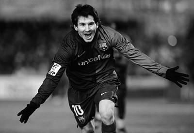 Messi Photograph - Lionel Messi 1 by Rafa Rivas