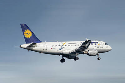 Mixed Media - Lufthansa Airbus A319-114 by Smart Aviation