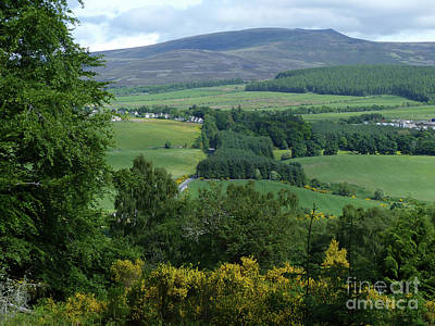 Photograph - Marypark And Ben Rinnes by Phil Banks