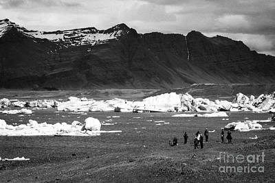 middle aged tourists walking group at Jokulsarlon glacial lagoon Iceland Art Print by Joe Fox