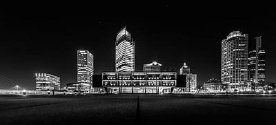 Milwaukee County War Memorial Center Art Print by Randy Scherkenbach