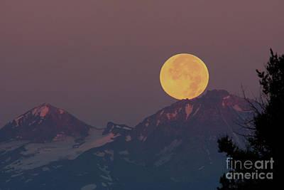 Wall Art - Photograph - Moon Set by Gary Wing
