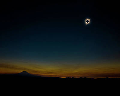 Solar Eclipse Photograph - Mount Jefferson Solar Eclipse by Pelo Blanco Photo