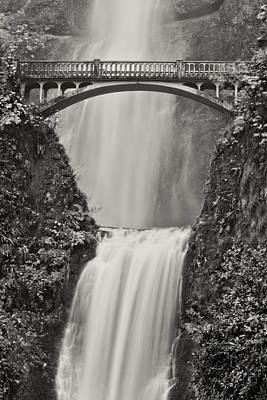 Multnomah Falls Upclose Art Print by Don Schwartz