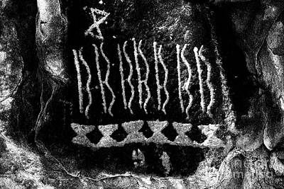 Native American Petroglyph On Sandstone Black And White Art Print by John Stephens