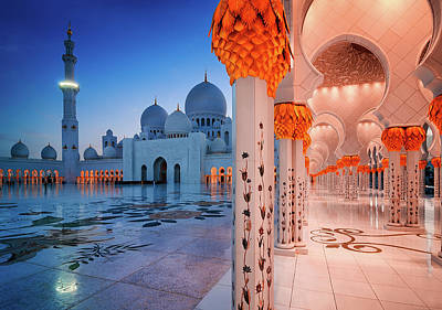 Night View At Sheikh Zayed Grand Mosque, Abu Dhabi, United Arab Emirates Art Print