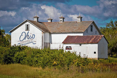 Photograph - Ohio Bicentennial Barn by Linda Unger