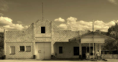 Photograph - Old Gas Station In Truxon, Arizona by Loc