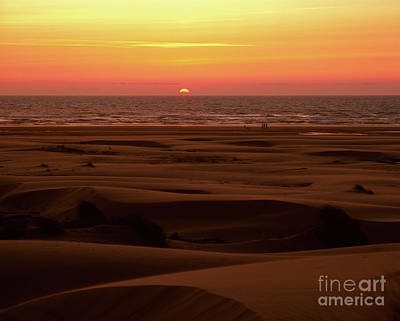 Photograph - Oregon - Florence Sand Dunes Sunset by Terry Elniski