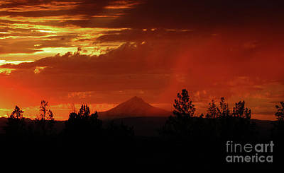 Central Oregon Photograph - Oregon Sunset by Gary Wing