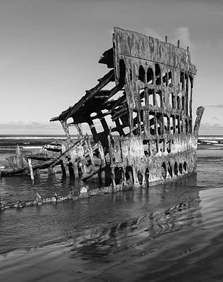 Peter Iredale Photograph - Peter Iredale 6288 by Bob Neiman