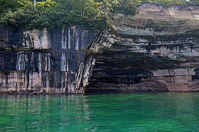 Photograph - Pictured Rocks National Lakeshore 16 by Mary Bedy