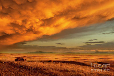 Prairie Sunset Photograph - Red Rock Coulee Sunset 1 by Bob Christopher